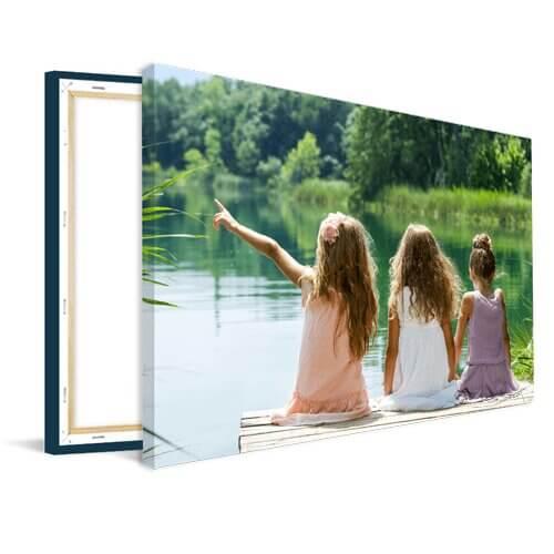 Tuinposter houten frame meisjes bij meer