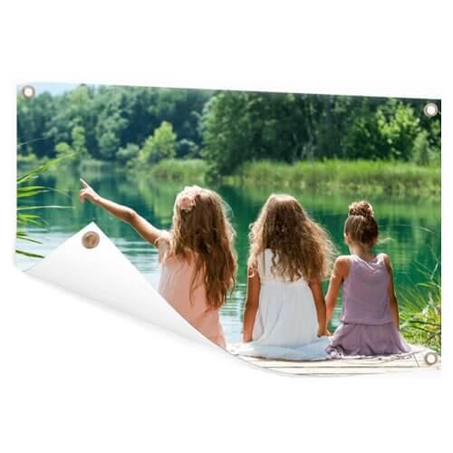 Tuinposter met meisjes bij meer
